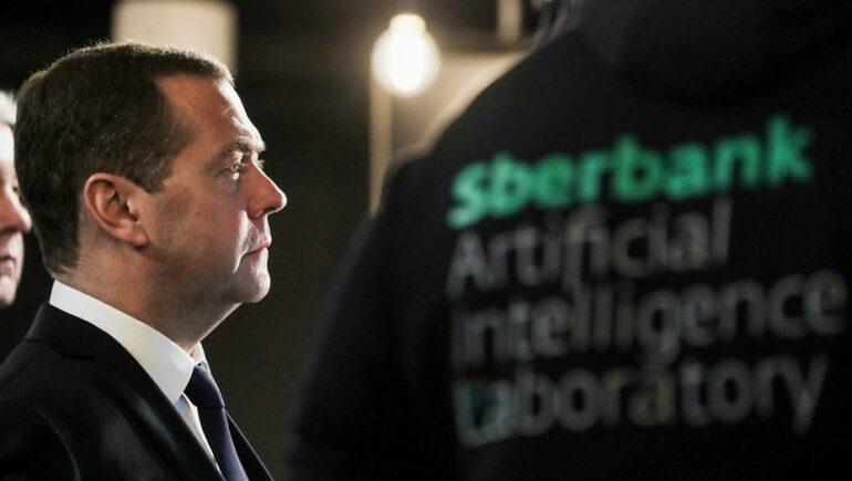 Сбербанк показал Медведеву суперкомпьютер